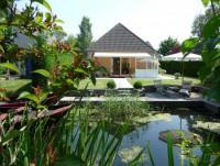 Der Bungalow mit gro�er Terrasse und sch�nem Bootssteg ist f�r 3 - 4 Personen geeignet