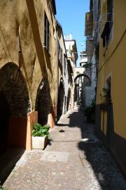 nerrow lanes in Pieve di Teco