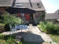 Das Haus mit großem Garten und  sonniger Terrasse bietet Platz für 4 Personen