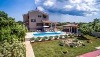 Kroatien: Großes Ferienhaus mit Garten in Istrien zu vermieten - Villa Stokovci mit Pool + Meerblick