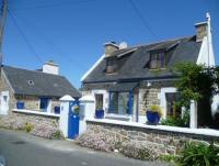 Lovely comfortable Fishermanshouse at the seaside Britanny - Cotes D`Armor    Fireplace and garden