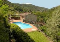 Das kleine Natursteinhaus aus dem 16. Jahrhundert, mit Pool, steht am Rande eines Dorfes nahe Lucca.