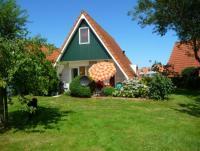 Das Ferienhaus mit sonniger Terrasse, großem Garten und 3 Schlafzimmern bietet Platz für 6 Personen