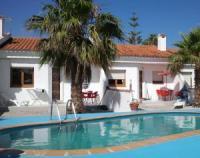 Strandnahes Ferienhaus mit sonniger Terrasse und  Gemeinschaftspool bietet Platz f�r 4 Personen!