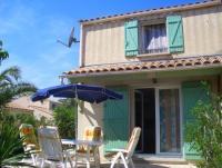 Das Ferienhaus mit Garten, sonniger Terrasse hat 2 Schlafzimmer und bietet Platz für 4-5 Personen.