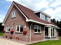 Lovely, spacious and cozy detached 8 pers. villa in the woods, near Zeewolde with a lovely lake