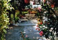 Hübsches Ferienhaus mit zwei Terrassen und kleinem Wintergarten