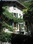 Das Landhaus mit sonniger Terrasse, 3 Schlafzimmern bietet Platz für bis zu 8 Personen !