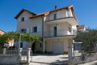 Ferienhaus 'Hanna' Trogir in Kroatien / Blick aufs Meer / 300 Meter bis zum Strand / pro Fe.Wo. 95qm