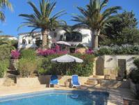 Ferienhaus mit Pool, Meerblick und Palmengarten in Jávea, Balcon al Mar, Costa Blanca zu vermieten.