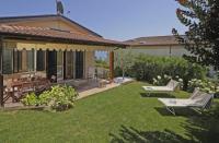 Villa mit Seeblick, Garten mit Olivenbäumen und Grill. Zwei Schlafzimmern, für 4-5 Personen.