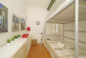 2. Bedroom: two double beds, air condit., wardrobe