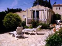 Sehr ruhig gelegenes Ferienhaus inmitten der Natur für 4-5 Personen und Hund. WLAN und Klimaanlage