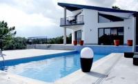 Das Ferienhaus mit mehreren Terrassen und 4 Schlafzimmern bietet Platz für 8-10 Personen,