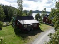 Unser kleines Bullerbü: Zwei Ferienhäuser in Bengtsfors, Dalsland, Schweden mit Aussicht auf den See