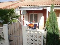 Das Ferienhaus  mit 52 m² Wohnfläche und Südterrasse ist für 6 Personen ausgestattet