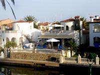 Ferienhaus in Empuriabrava an der Costa Brava mit eigenem Pool und 12,5 m Bootsanlegesteg