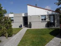 Das attraktive Ferienhaus mit großem Garten bietet Platz für 4 Personen.