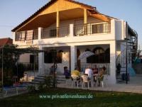 Das Ferienhaus in Strandnähe mit sonnigem Garten und 2 Schlafzimmern bietet Platz für 5 Personen!