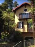 Jede Wohnung hat ein Balkon mit Sicht zum Comer See und 2 Schlafzimmer mit Platz für max 5 Personen