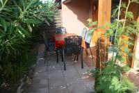 Gemütliches Ferienhaus mit begrünter Sonnenterrasse in Gruissan, Südfrankreich, zu vermieten