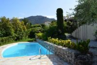 Villa Yipy, gepflegtes Ferienhaus mit Pool und Meerblick nahe bei Cannes im Esterelgebirge.