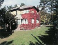 Ferienhaus im Bauhausstil mit 250 m² Wohnfläche in einem 1000 m² großem Garten,