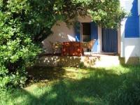 Die 2 komfortablen Ferienwohnungen für je 4 Personen liegen in Rovinj nur 350 m vom Strand entfernt