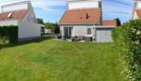 Freistehende Ferienvilla bei Renesse an der Nordsee mit Sauna und schönem Grundstück für 6 Personen.