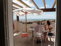 Terrassenhaus mit sonniger Terrasse und 2 Schlafzimmern ideal für 4 Personen und Hund mit WLan