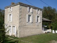 Typisches Maraichine-Haus für max. 5 Personen mit stilgerecht renoviertem  sichtbarem Mauerwerk.