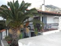 Ferienhaus mit sonniger Terrasse für 4 Erwachsene oder 2 Erwachsene und 2-3 Kinder.