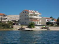 Ferienhaus mit 8 Ferienwohnungen alle mit Blick auf Pager-Bucht und Strände die sich dort befinden