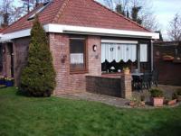 Ferienhaus mit Garten und sonniger Terrasse, Platz für bis zu 5 Personen. Gartenkamingrill.