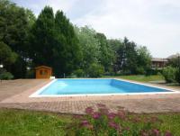 Zweifamilienhaus, privatem Garten, Veranda und Terrasse. Bis 4 Personen.