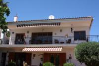 Ferienwohnung in Segur de Calafel mit Ausblick von der Terrasse über den Ort, das Meer und die Berge