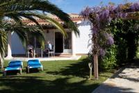 Ferienhaus mit ca. 65 m² Wohnfläche in einem großen, abgeschlossenen, gepflegten Privatgrundstück.