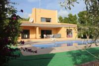 Die moderne Villa bietet mit Ihren 3 Schlafzimmern und 2 Bädern Platz für 6 Personen