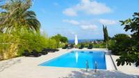 Mit 4 geräumigen Schlafzimmern und 3 Bädern bietet die moderne Villa Noé Platz für 8 Personen