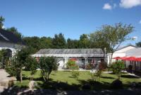 Die Ferienwohnung mit überdachter Sonnenterrasse, gelegen auf einem 50.000,- qm großen Grundstück