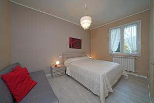 2. bedroom with double bed and sofabed