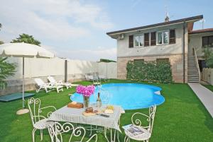 Private swimming-pool in the garden