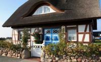 Ferienhaus Rügen - Neubau mit Reedach, in Fachwerkbauweise mit eigenem Garten und Seeblick
