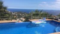 Ferienhaus mit Pool und Meerblick in Lloret de Mar an der Costa Brava. Grillplatz; Terrasse.