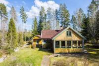 Das Ferienhaus liegt ruhig in Hovmantorp, Småland und bietet Platz für 4+2 Personen, 80 m zum See