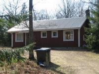 Gemütliches Haus,  700 m vom See entfernt. Das Ferienhaus bietet Platz für 4 bis 5 Personen.