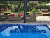 Erstklassige Villa mit eigenem Pool in traumhafter Lage, top Ausstattung und Blick über die Berge.