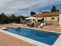 Ruhe in unseren Landhaus mit privatem Pool, 4 große Schlafzimmer und 3 komplette Badezimmer.