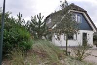 Freistehendes komfortables Reetdachhaus (120 m²) für 6 Personen mit Blick auf die Dünenkette.