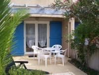 Ferienhaus in Gruissan, Südfrankreich, bis max. 5 Personen mit Terrasse vor und hinter dem Haus.
